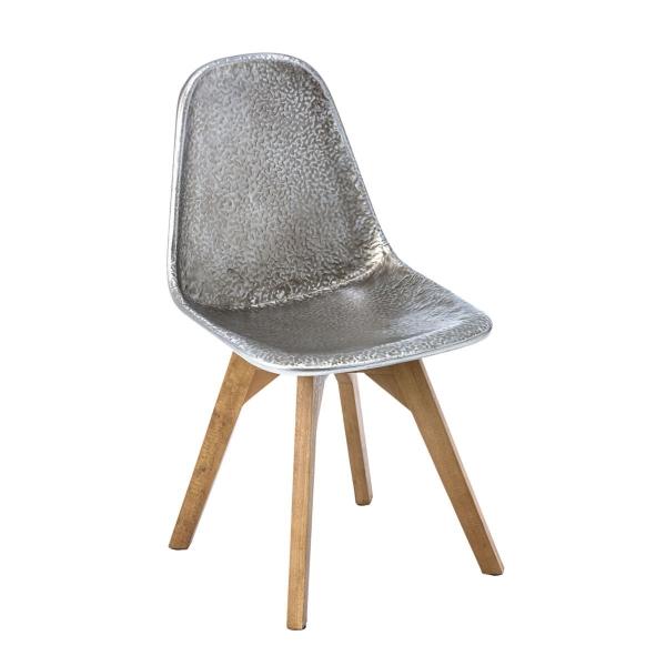 Stuhl aus Metall und Holz im Modern Loft Look
