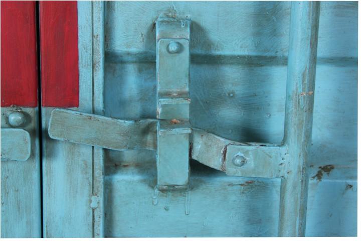 kleiderschrank im container look aus eisen schr nke industrial shabby. Black Bedroom Furniture Sets. Home Design Ideas