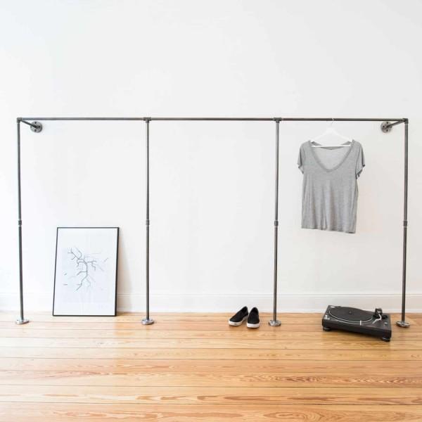 Offener Industrial Design Kleiderschrank - Wasserrohr