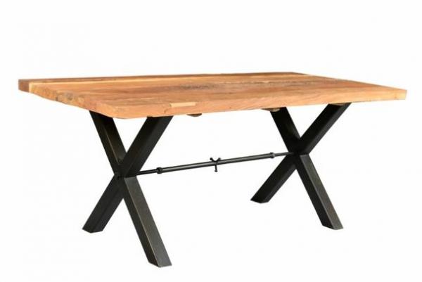 Esstisch Industriedesign aus Massivholz